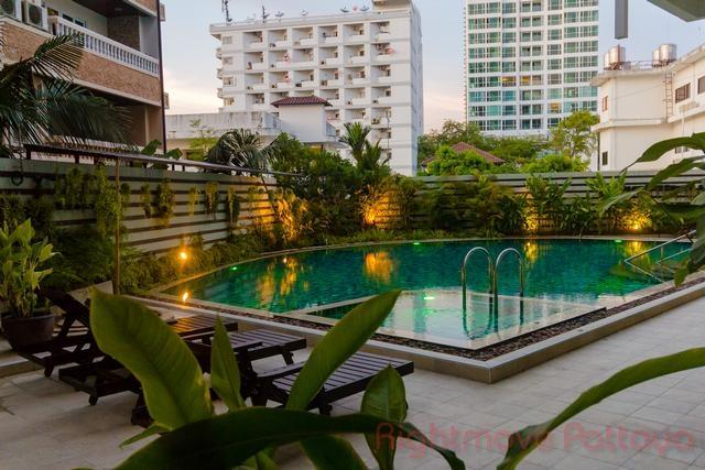 Club House Residence Condo In Pratumnak