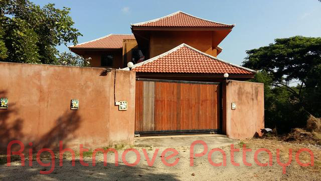 3 Bedrooms House For Rent In Jomtien-not In A Village