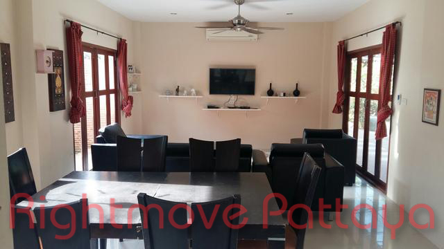 3 bedrooms house for rent in jomtien not in a village