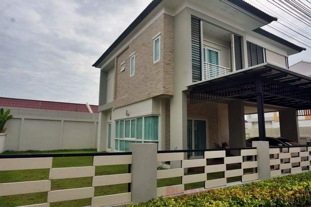 2 Bedrooms House For Rent In East Pattaya-patta Village