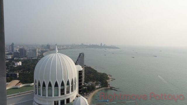 3 bedroom condo in wongamart naklua for sale zire  for sale in Wong Amat Pattaya