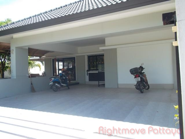 3 Bedrooms House For Sale In East Pattaya-areeya Village