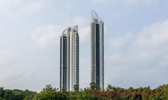 4 Bedrooms Condo For Sale In Na Jomtien-reflection