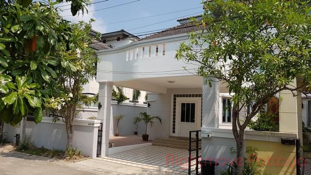 3 Bedrooms House For Sale In East Pattaya-chateau Dale Residence