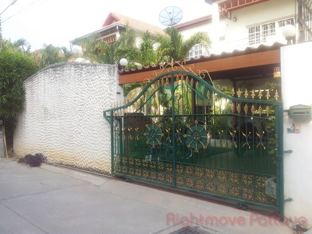 3 Beds House For Rent In Pattaya-not In A Village