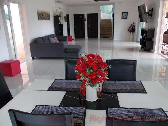5 bedrooms house for rent in huey yai not in a village