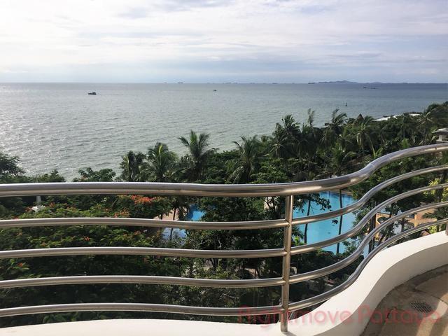 luxurious 2 bedroom beachfront condo for sale in Naklua Pattaya