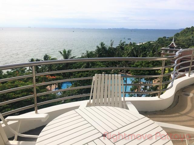 3 Beds Condo For Rent In Pratumnak-royal Cliff