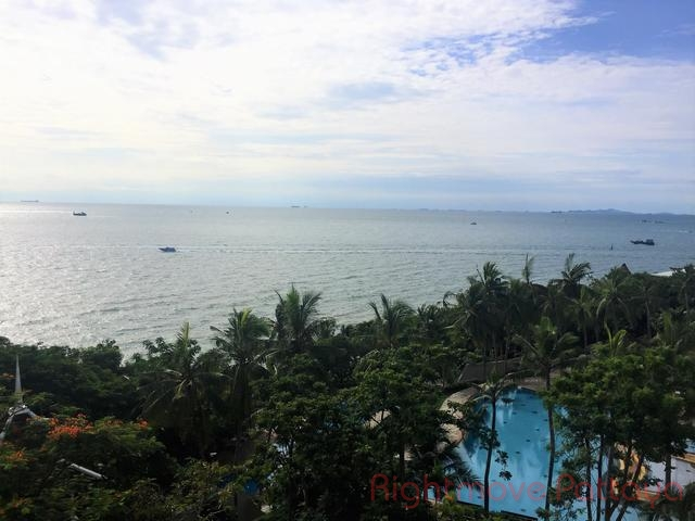 3 beds condo for rent in pratumnak royal cliff