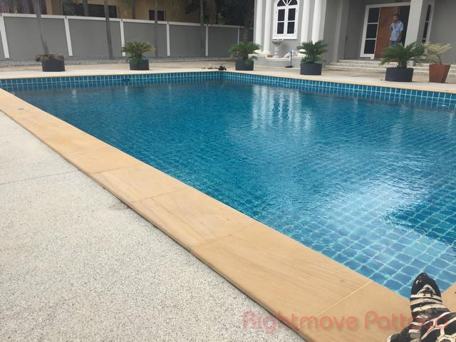 3 bedrooms house for sale in east pattaya not in a village