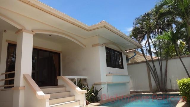 3 Beds House For Rent In Jomtien-adare Gardens 1