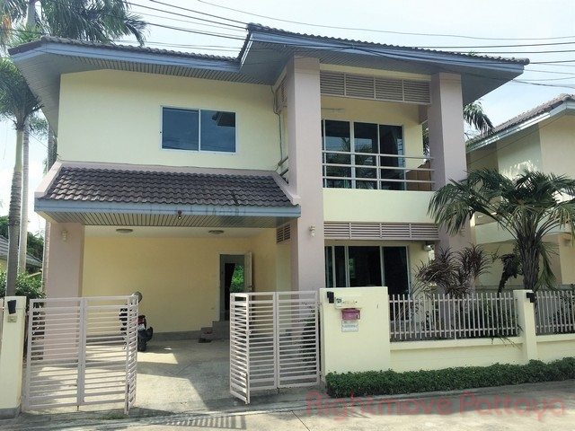 3 Beds House For Rent In East Pattaya-the Meadows