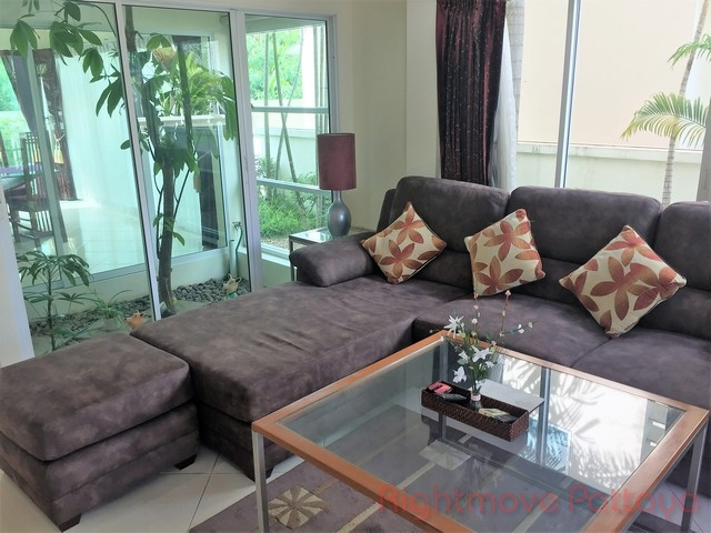 3 beds house for rent in east pattaya the meadows