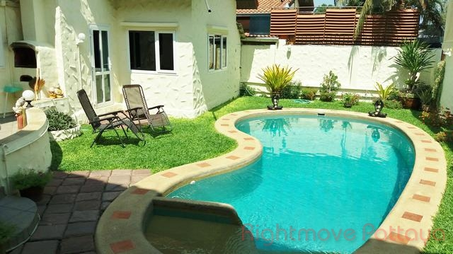 5 Beds House For Sale In Pattaya-holiday Garden Resort