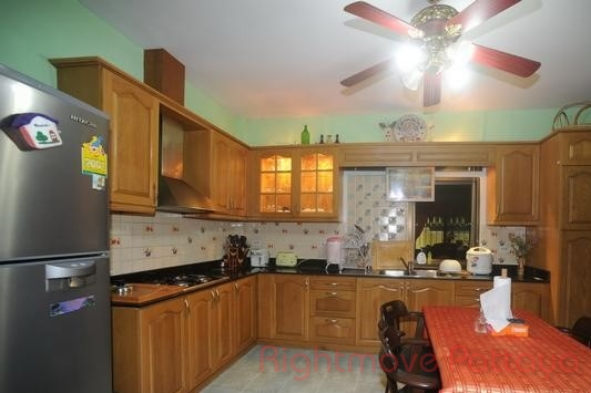 3 bedrooms house for rent in jomtien royal park village