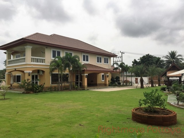 6 beds house for sale in huey yai not in a village