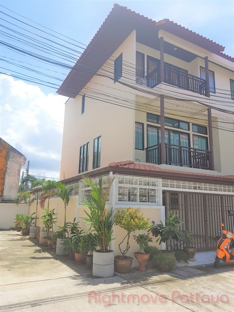 3 Bedrooms House For Sale In Central Pattaya-mid Town Villas