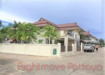 3 Bedrooms House For Sale In East Pattaya-tropical Village