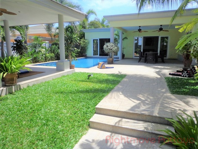 3 Beds House For Rent In East Pattaya-royal View Village
