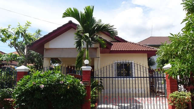 2 Beds House For Sale In Naklua-not In A Village