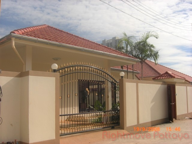 3 Bedrooms House For Rent In Jomtien-adare Gardens 2