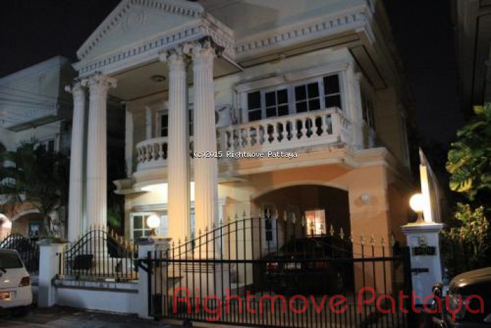 3 Bedrooms House For Sale In North Pattaya-roman Grandville