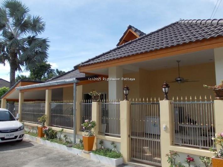 2 bedroom house in east pattaya for sale areeya village404405043 บ้าน สำหรับขาย ใน พัทยาตะวันออก