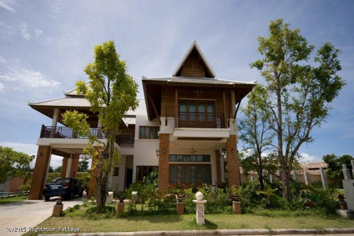 3 Bedrooms House For Rent In Jomtien-beverley Thai House