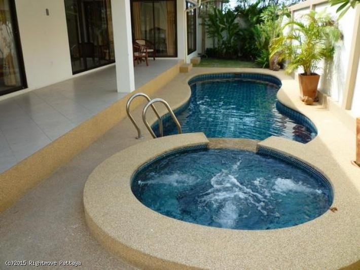 3 Bedrooms House For Rent In Jomtien-adare Gardens 2