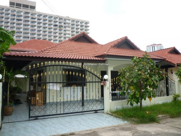 2 Bedrooms House For Rent In Jomtien-royal Park Village