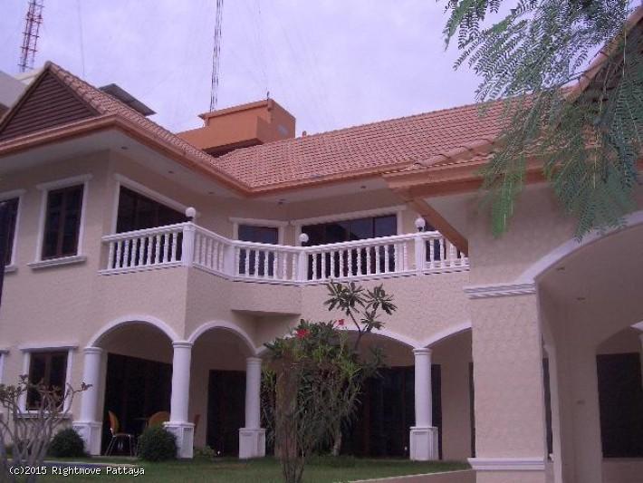 3 Bedrooms House For Rent In Pratumnak-royal Beach Villa