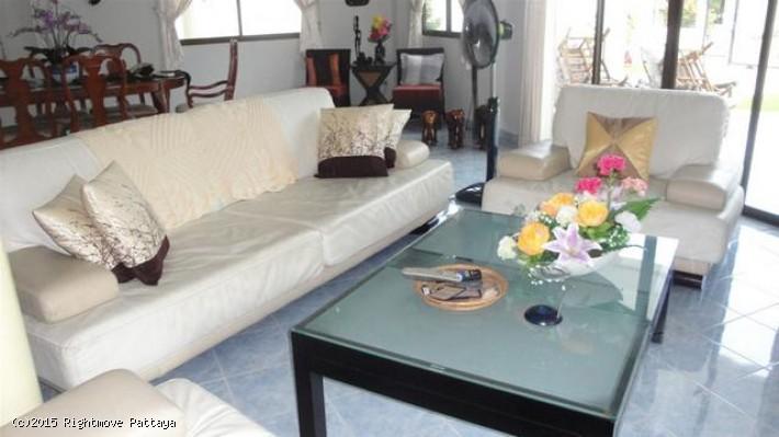 4 bedrooms house for rent in jomtien royal park village