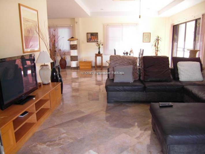 3 bedroom house in east pattaya for sale lakeside court 1 house for sale in East Pattaya