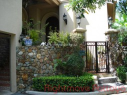 3 Beds House For Sale In East Pattaya - Silk Road