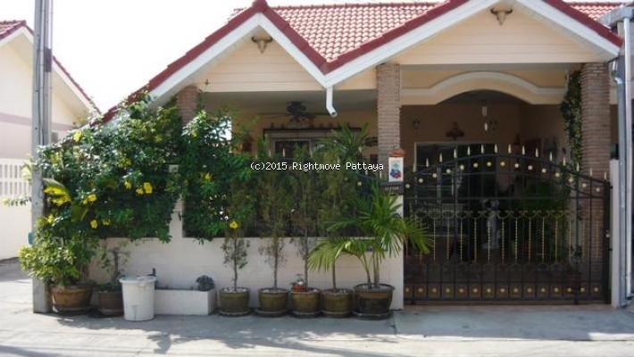 2 bedroom house in east pattaya for sale chockchai garden home 1 house for sale in East Pattaya