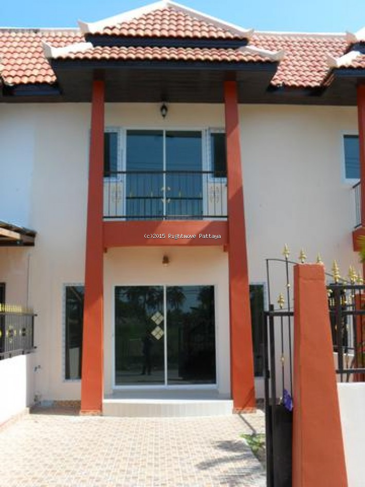 2 bedroom house in east pattaya for sale not in a village1908018035 家 出售 在 东芭堤雅