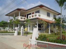 4 Beds House For Sale In East Pattaya - Eakmongkol 4/3