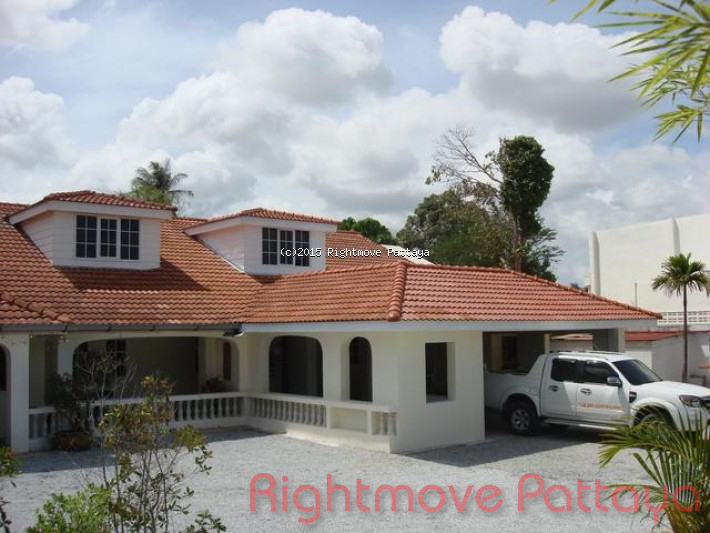 6 bedroom house in huey yai for sale not in a village house for sale in Huay Yai