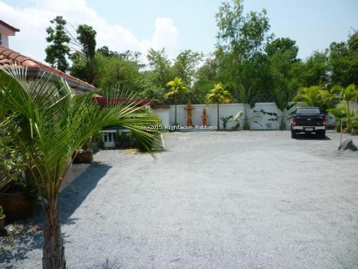 6 bedroom house in huey yai for sale not in a village maison pour la vente dans les Huay Yai