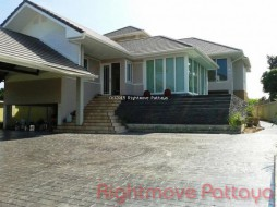 5 Beds House For Sale In Bang Saray - Not In A Village