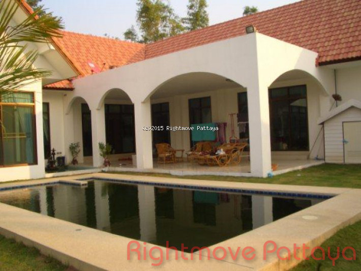 5 bedroom house in huey yai for sale not in a village house for sale in Huay Yai