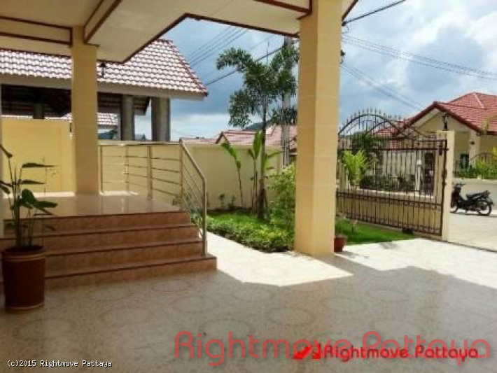 2 bedroom house in bang saray for sale phobchoke garden hill village huset for salg i Bang Saray