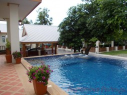 3 Beds House For Sale In East Pattaya - Amorn Village