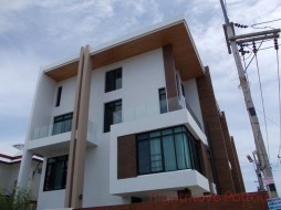 4 Beds House For Sale In East Pattaya - The Win