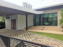 3 Bed House For Sale In Na Jomtien - Movenpick Pool Villas