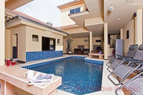 7 Bed House For Sale East Pattaya - Chockchai Village 5