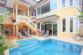 7 Bed House For Sale East Pattaya - Villa Patiharn