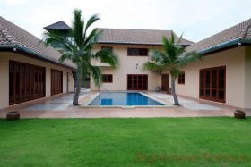6 Bed House For Rent East Pattaya - Not In A Village
