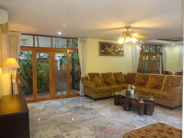 thai bali house for sale in Pratumnak