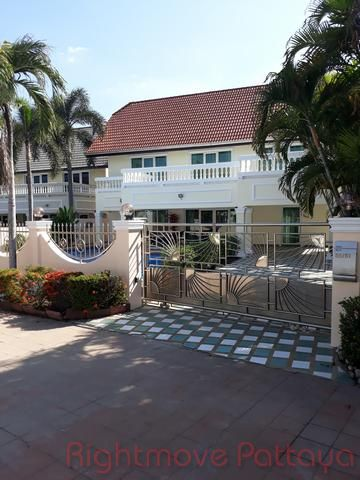 the boltons house for sale in North Pattaya